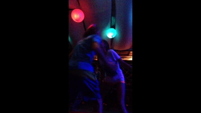 Энергично танцуем с Ю