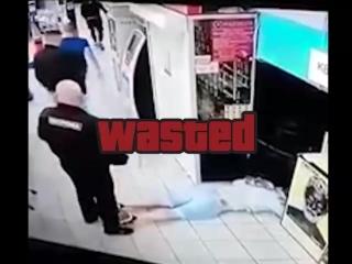 В Киеве неизвестные вырубили парня прямо в супермаркете