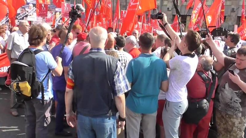 Геннадий Зюганов и Владимир Кумин на марше против пенсионной реформы 2 сентября
