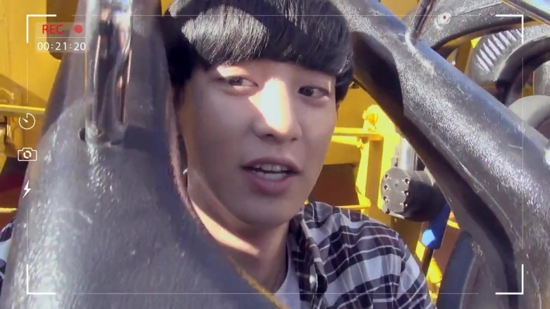 [VIDEO] Chanyeol - Live in Gyro Drop EXO @ Lotte World