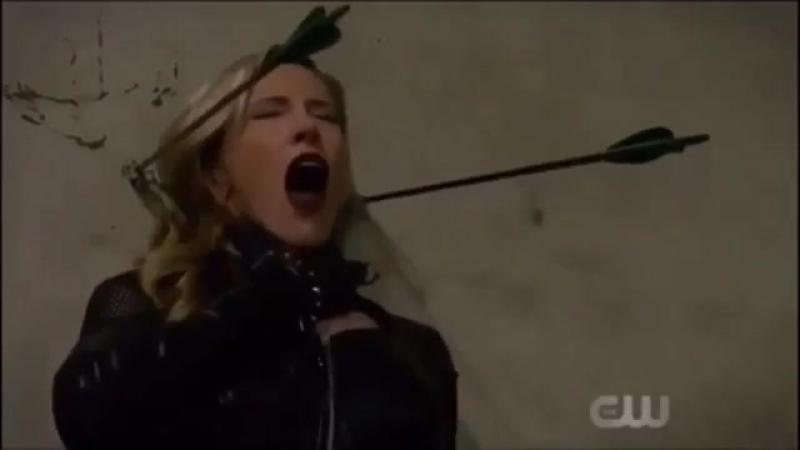 Оливер выпускает трюковую стрелу против Черной Сирены