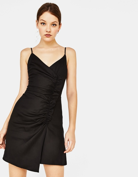 Платье асимметричного кроя с воланом