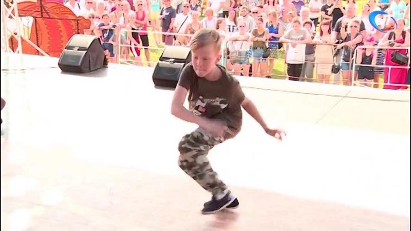На Ярославовом дворище прошел танцевальный баттл «В пух и прах»