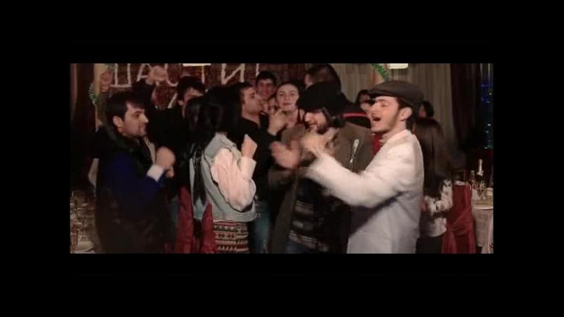 Salohiddin _elbrus-dzhanmirzoev-i-alexandros-tsopozidis-brodyaga-oficialnyy-videoklip_913~1
