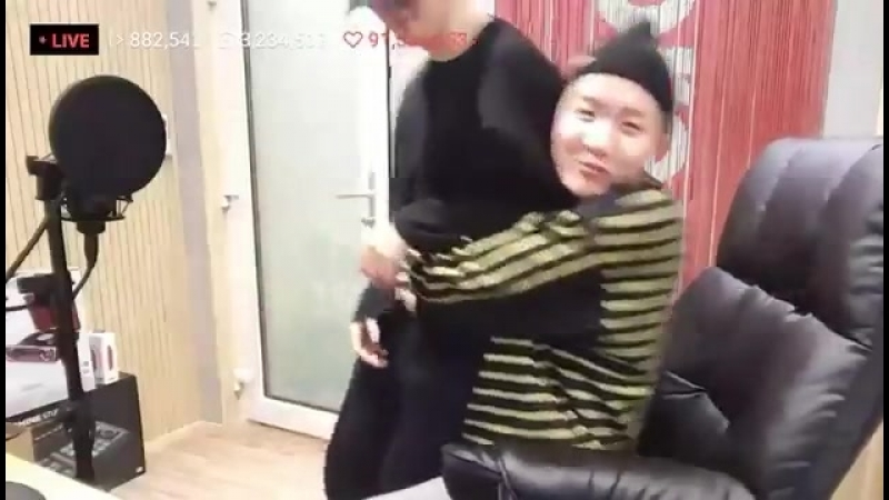 The way hobi pulled jimin on his lap and hugged him tightly im in love theyre too cute