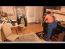 Девушка крутится перед сантехником