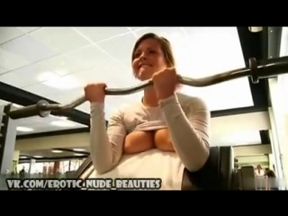 Sexy Girl Flashing Boobs at the Gym