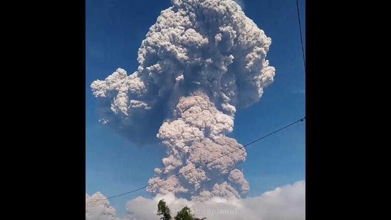 Мощное извержение вулкана Синабунг Индонезия ¦ Huge Sinabung eruption, Indonesia