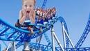 Влог для детей Парк аттракционов сумасшедшие горки и игры в лабиринте