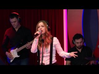 Юлия Савичева на «Русском Радио» с песней «Малыш».