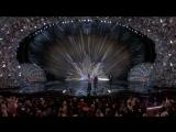 Сандра Буллок вручает статуэтку в номинации «Лучшая операторская работа»