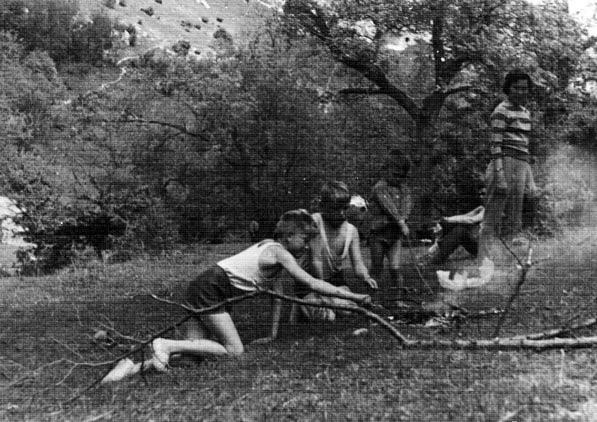 Мой первый пикник и первая сарделька на костре, 1960, балка Марьям-дере, Бахчисарай