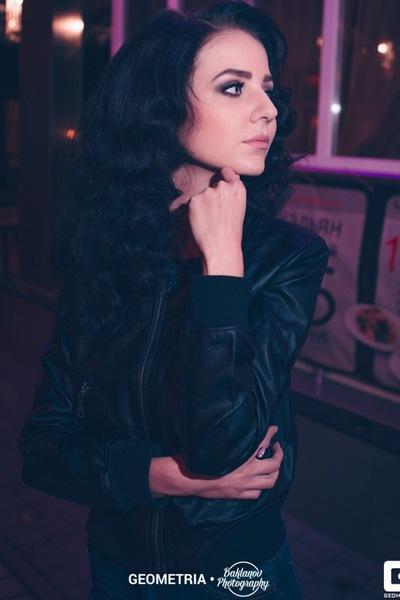 Алина Хмеляр