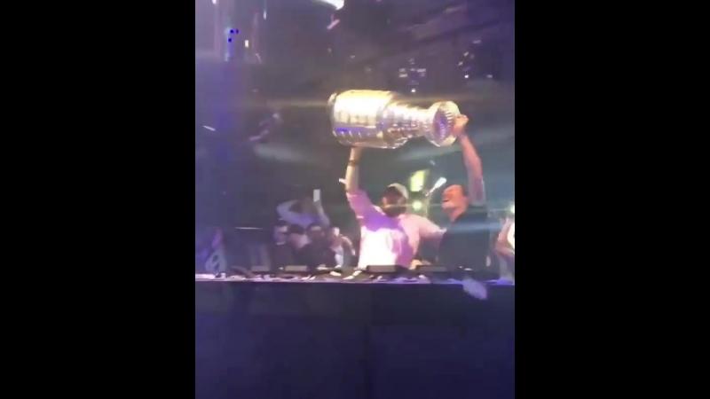 Овечкин встал за диджейский пульт вместе с Tiësto