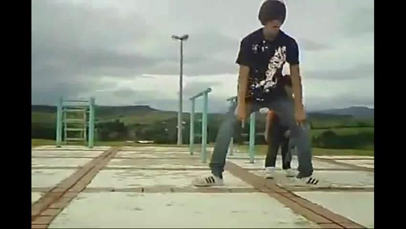 Малыш танцует тектоник publicmamaka