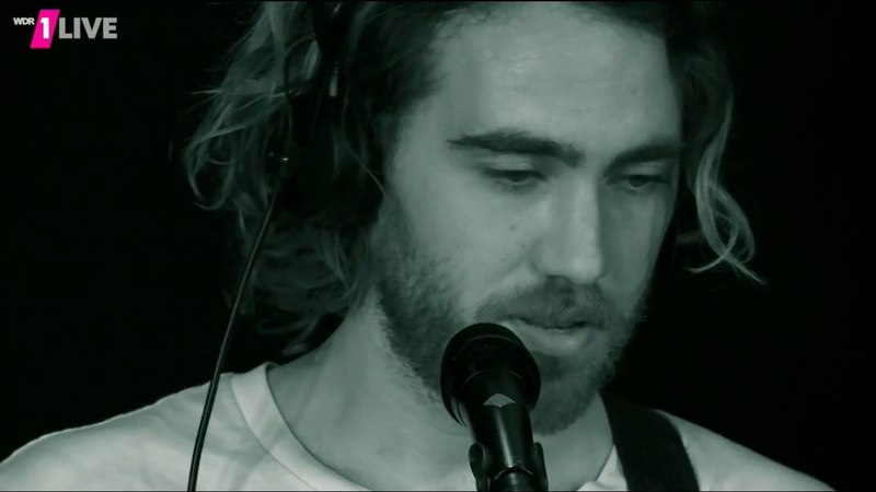 Matt Corby - Chamber Of Reflection (Mac Demarco Cover) (WDR 1 Live 2016-08-24)