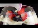 Десерт c ягодами и шоколадом