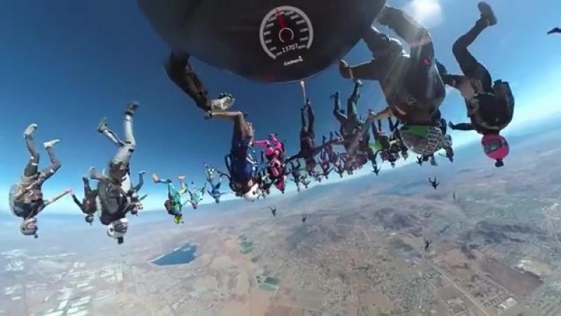 Скайдайвинг, снятый на панорамную камеру virb 360 и преобразованный в HD