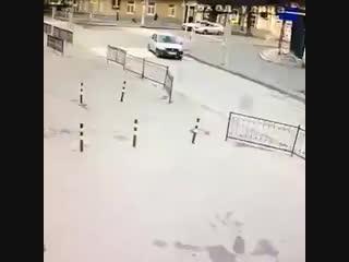 Ростовский водитель хотел скрыться после аварии, если бы не машина...
