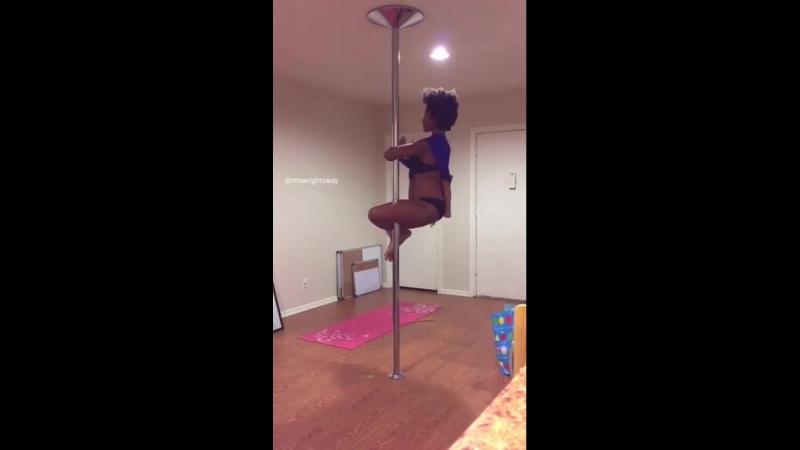 Ashley Wright танец на пилоне