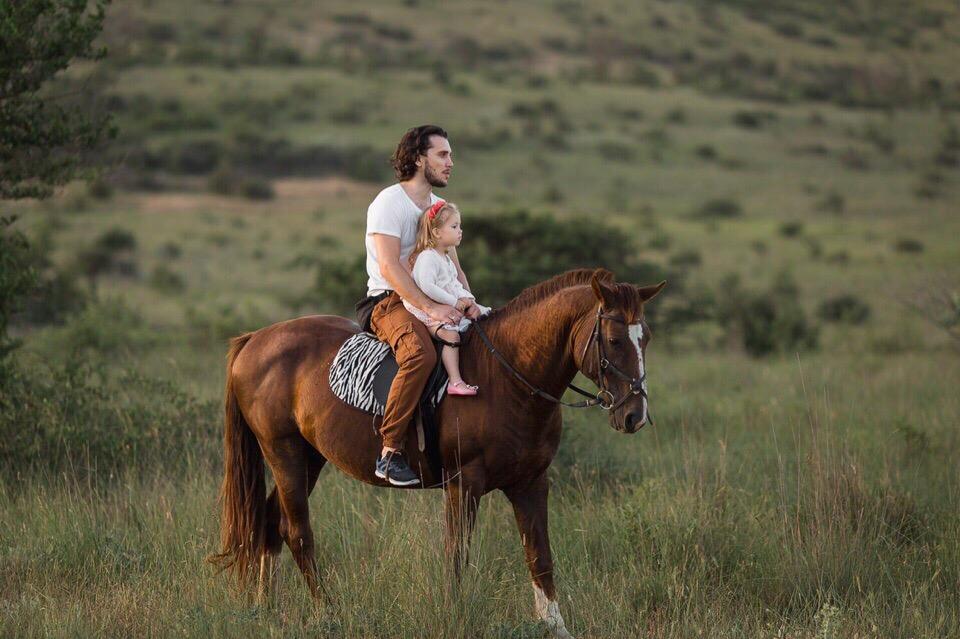 Солнечные лошадки в окрестностях Керчи, прогулки верхом для маленьких детей