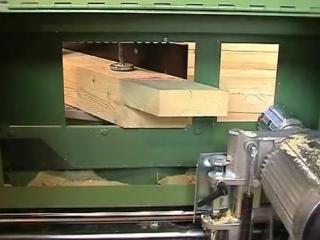 Шипорезный станок в работе