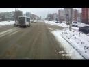 В Тольятти перебегавшую дорогу 23-летнюю девушку сбили два автобуса