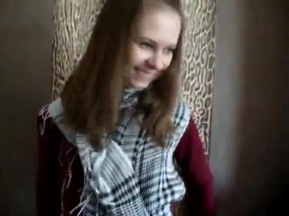 видео на спор показала пизду