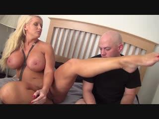 Muscle mama worship