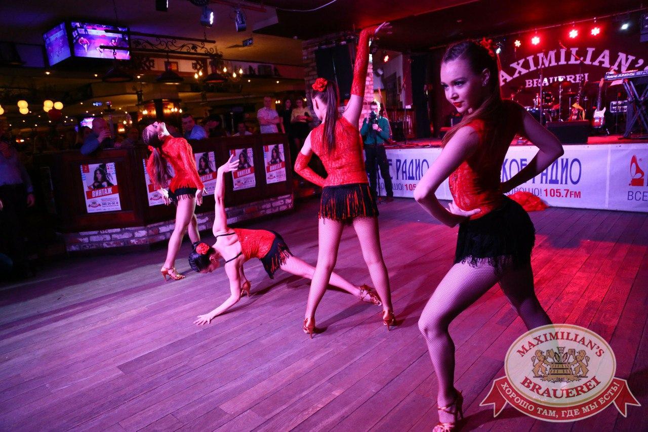 Танцовщицы в ночной клуб екатеринбург клуб стриптиз новороссийск