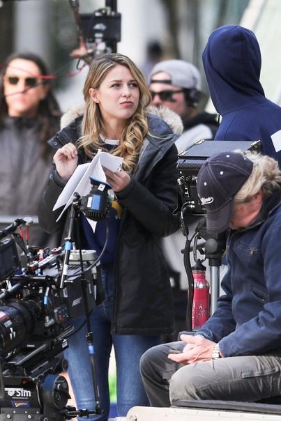 Том Хэнкс на съемках фильма Ты – мой друг Мелисса Бенойст на съемках сериала СупергерлТейлор Хилл