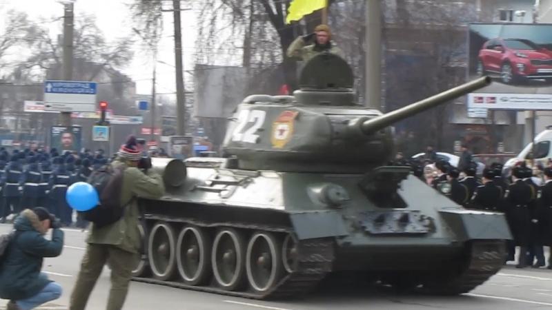 Парад в честь 74-й годовщины освобождения Кривого Рога от фашистских захватчиков. 22 февраля 2018 г.