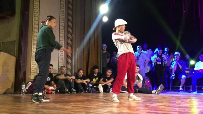 BREAK   TOP 8   Bboy Zoob Bboy Klodian VS Bgirl Ayumi Bgirl Narumi