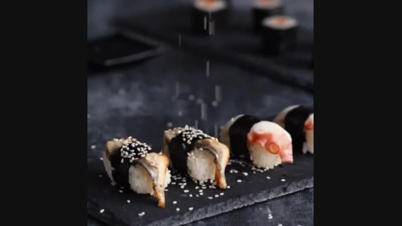 ⠀ Друзья, всем привет! 👋🏼 А кто тут любит суши? Посчитаем по лайкам❤️ ⠀ Залог хороших суши - правильно сваренный рис☝🏼О нем сего