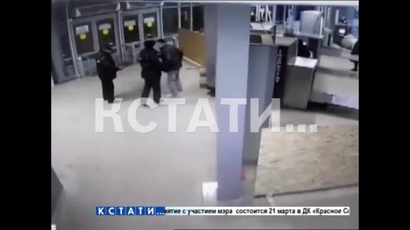 Кстати Новости Нижнего новгорода - Преступник с ножом попытался напасть на полицейских на Московском вокзале