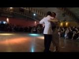 La camminata nel tango di Yanina y Neri