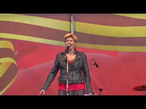 Анна Ардова с песней Десятый наш десантный батальон.