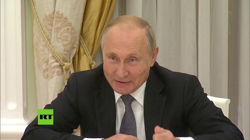 ¿Solo le quedan flechas? Putin bromea sobre el águila del escudo de EE.UU.