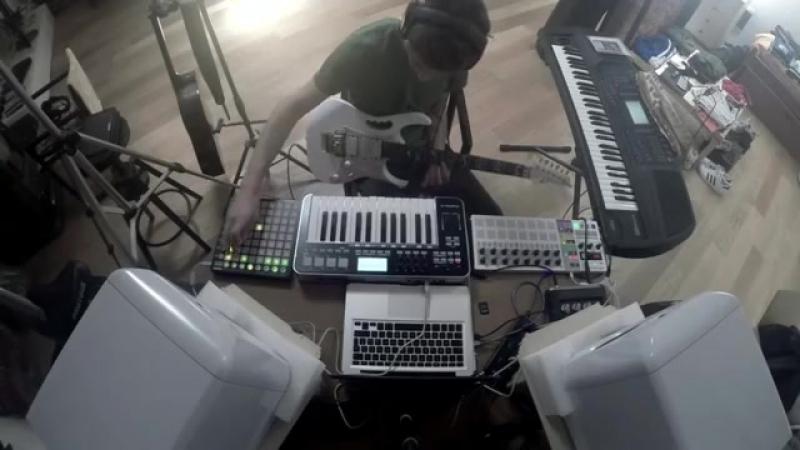 пишет музыку к сериалу гоморра