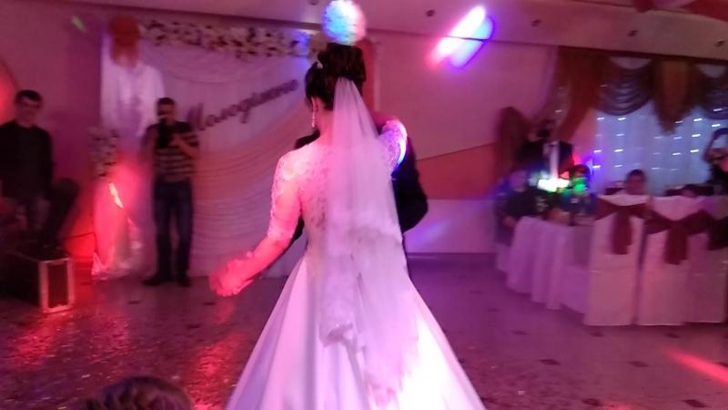 Перший танець Ореста та Лілі