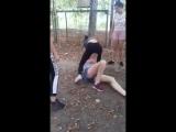 В сети появилось видео избиения девушки в Черемушках в Одессе.