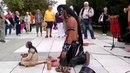 Зрители потеряли дар речи, когда этот мужчина из индейского племени начал играть.