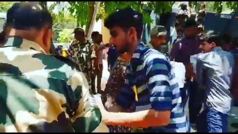 Команда Сушанта загружает провизию пострадавшим в Керале