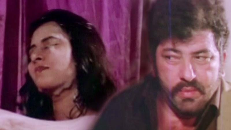 Amjad Khan stares Kajal Kiran having Bath - Hum Se Hai Zamana, Bathing Scene 3