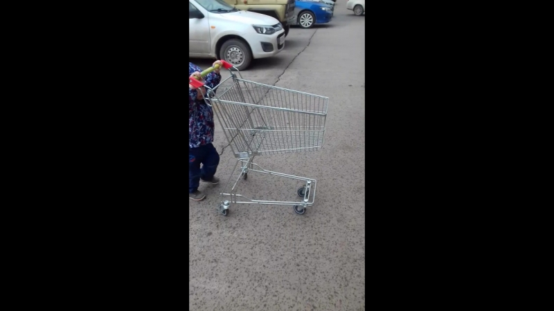 Угнал тележку из магазина 😂