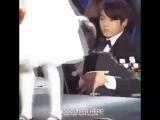 эта восхитительная реакция Тэхёна, когда он увидел маленькую девочку на сцене