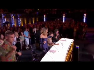 SPOILER Watch Livin' Joy singer Janice Robinson sending @robbiewilliams wild at the XFactor auditions! RobbieWilliams [ ITV]
