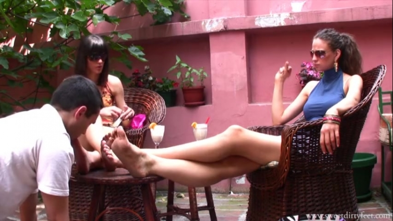 Lara Maria Femdom Foot fetish Фут-фетиш sweet dirty feet cleaned Вылизывает ноги footworship mistress slave
