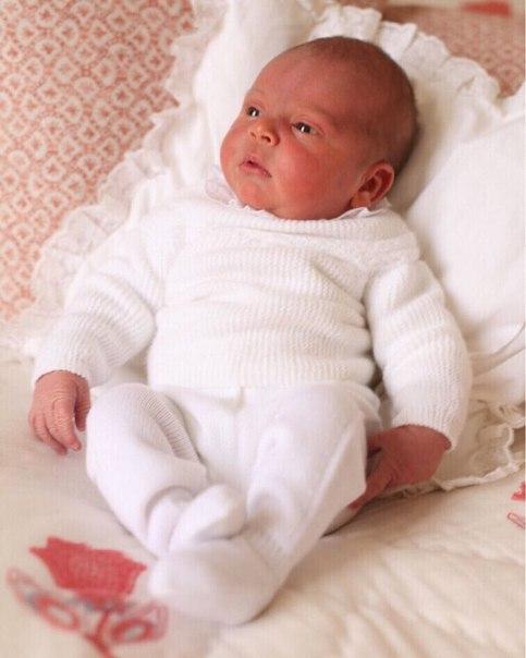 Кенсингтонский дворец показал первую фотосессию новорожденного принца Луи