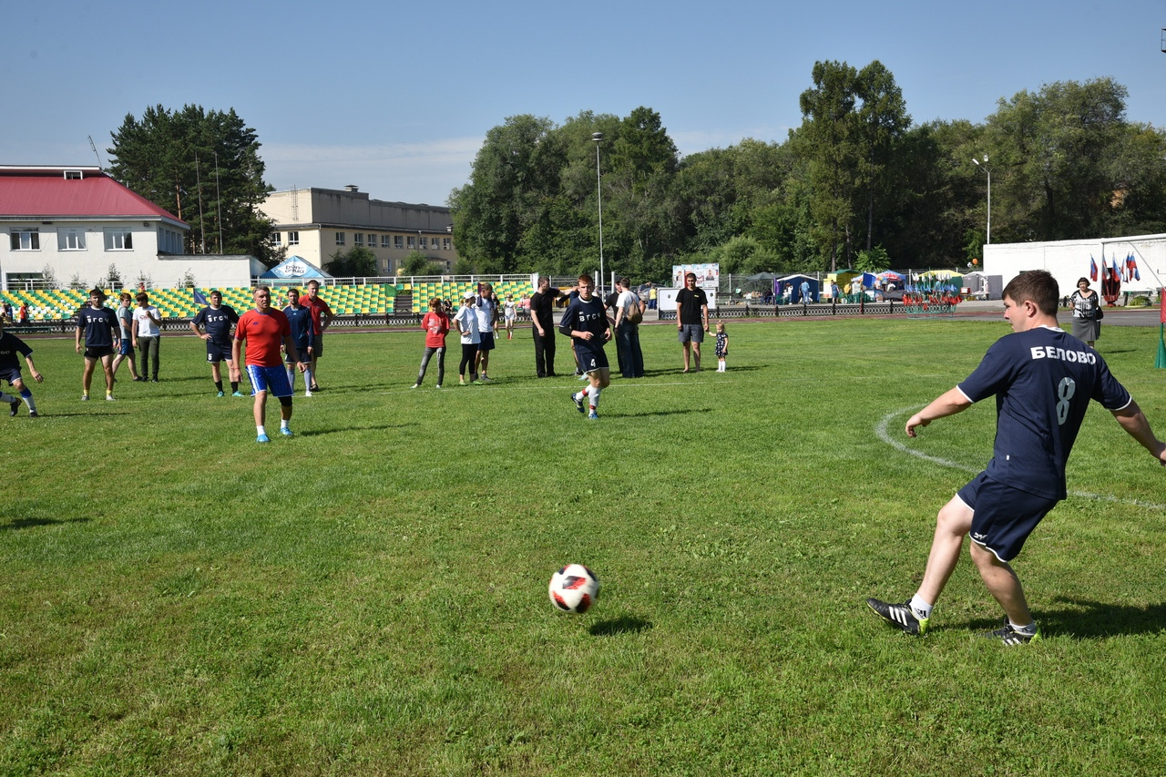 PWSy2FHKZ80 - В Белово в день физкультурника прошли масштабные «Молодецкие игры». На
